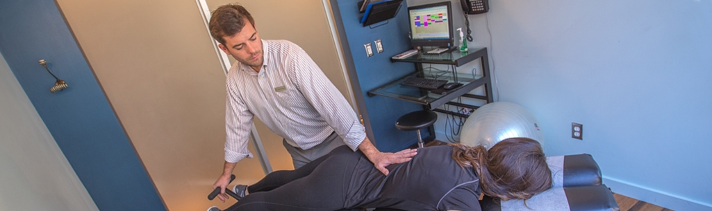 Dr. Mike Distler treating patient with Flexion Distraction Decompression at Physio Logic in Downtown Brooklyn