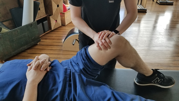 Massage Therapy for Sports Injuries: Knee Pain | Physio