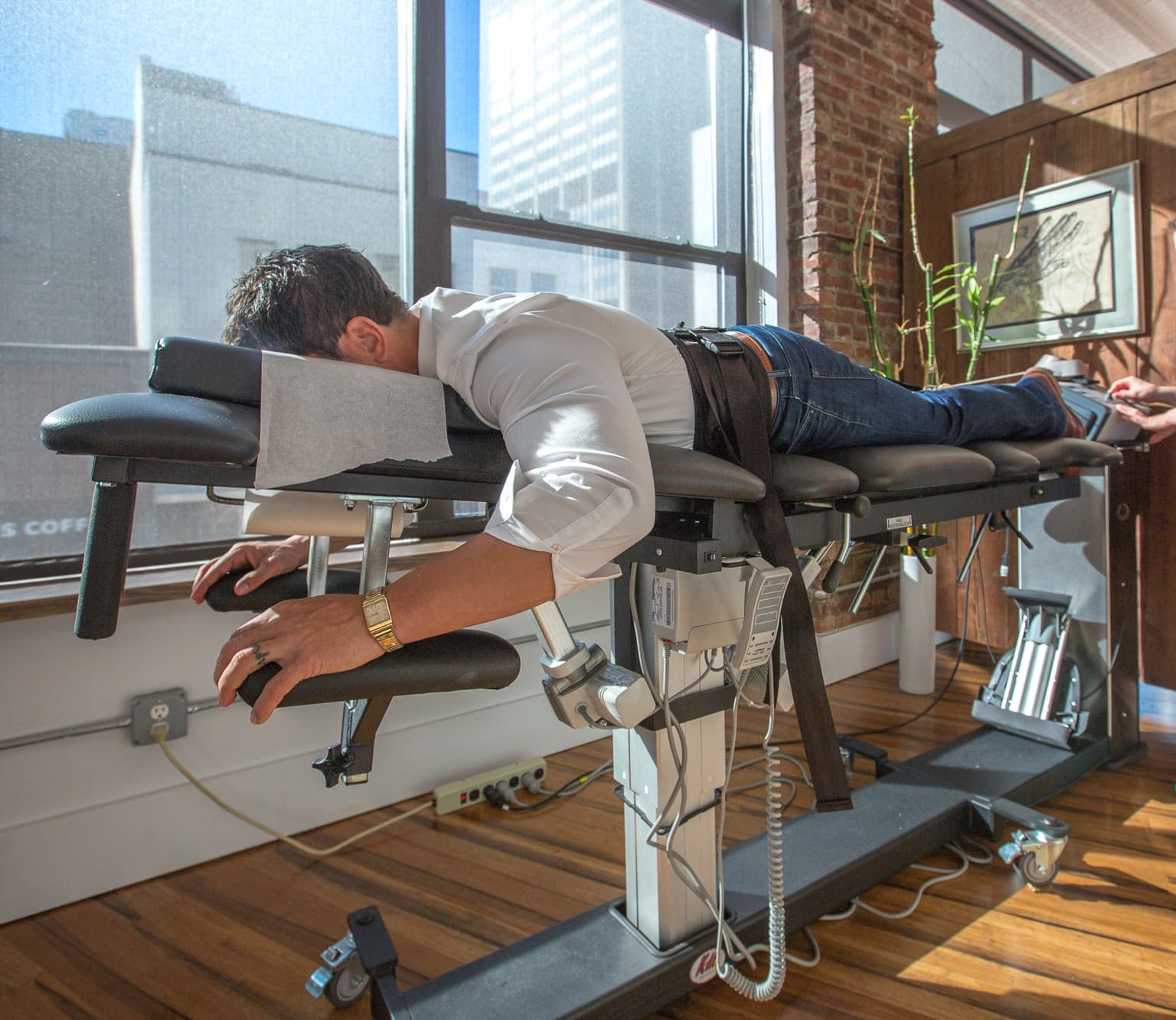 Spinal Decompression Therapy - Decompression Therapy Used to Treat Herniated Discs, Bulging Discs, Degenerative Discs | https://physiologicnyc.com/chiropractic/