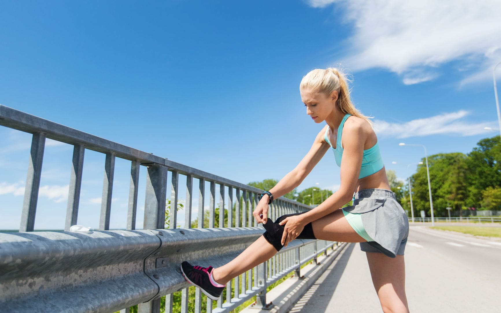 Runners with Knee Arthritis - Runner with Knee Osteoarthritis Using Knee Brace During Running | physiologicnyc.com/physical-therapy/
